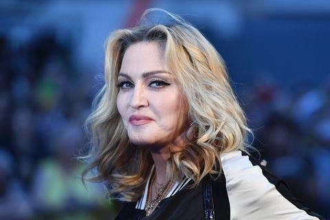 Madonna impacta en redes tras subir foto casi desnuda