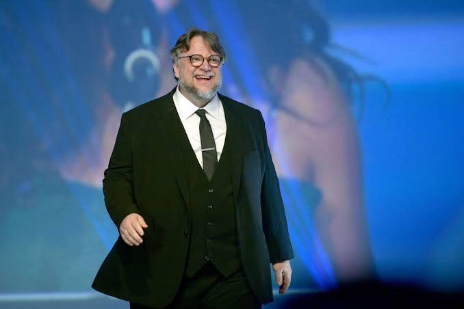 Guillermo del Toro reta a Aeroméxico a regalar vuelos a mexicanos sobresalientes