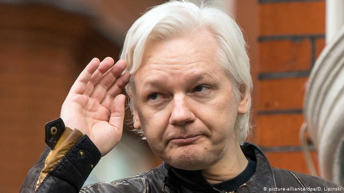 AMLO ofrece asilo político al fundador de WikiLeaks, Julian Assange