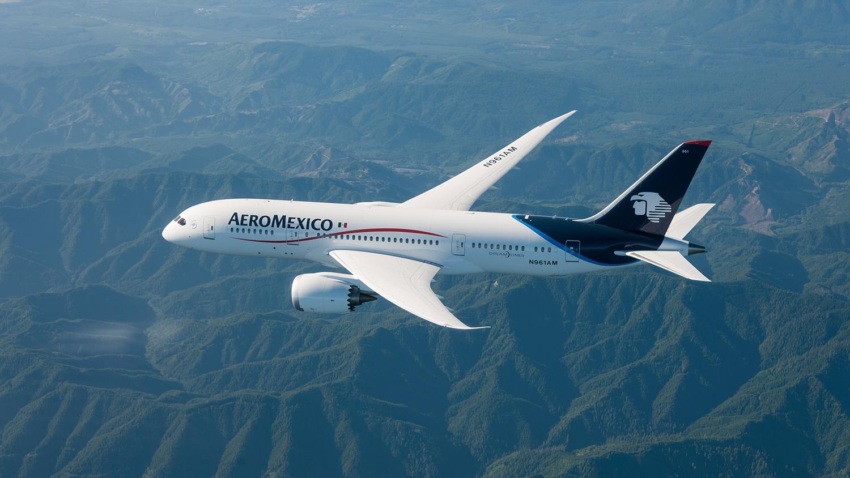 Pilotos de Areoméxico se reducen el sueldo para salvar a la aerolínea
