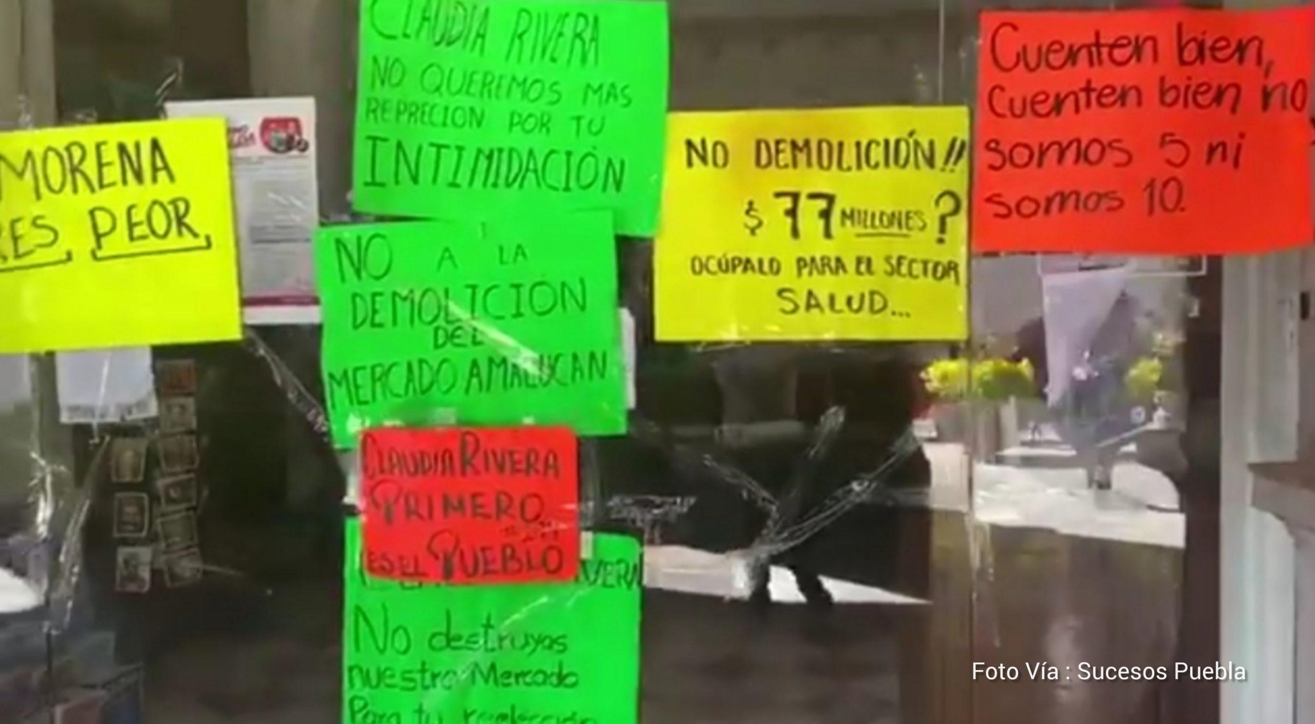 Por tercer día locatarios protestan en contra de la demolición del mercado de Amalucan