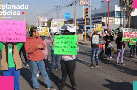 Locatarios de Amalucan reclaman  a Claudia Rivera y cierran la federal a Tehuacán