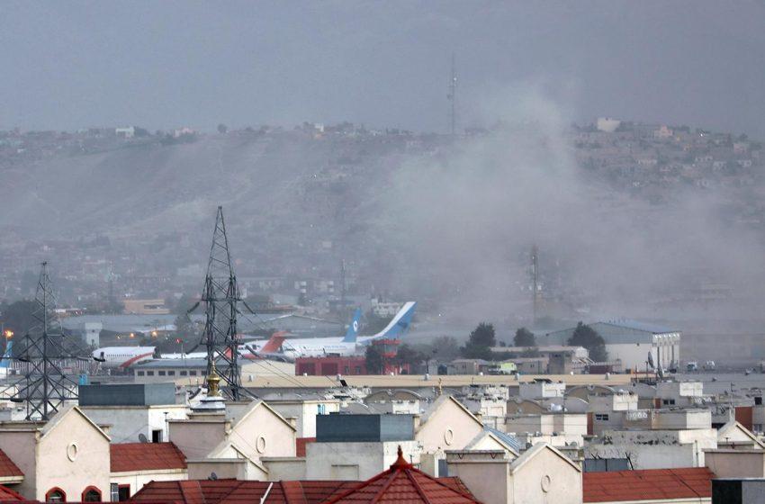 Explosiones en el aeropuerto de Kabul fueron parte de un ataque suicida