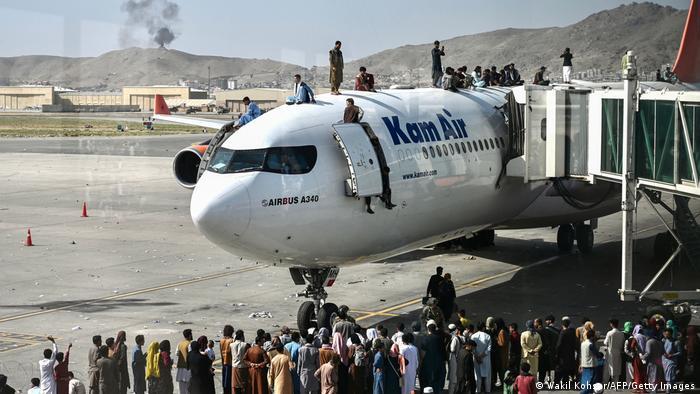 Desesperación en el aeropuerto de Kabul deja 7 muertos