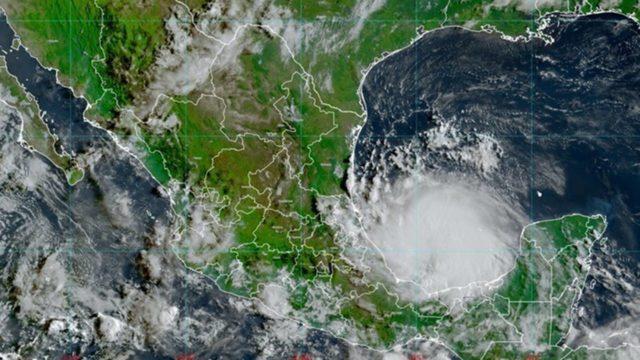 Solicita Barbosa apoyo de la federación luego del paso del huracán Grace